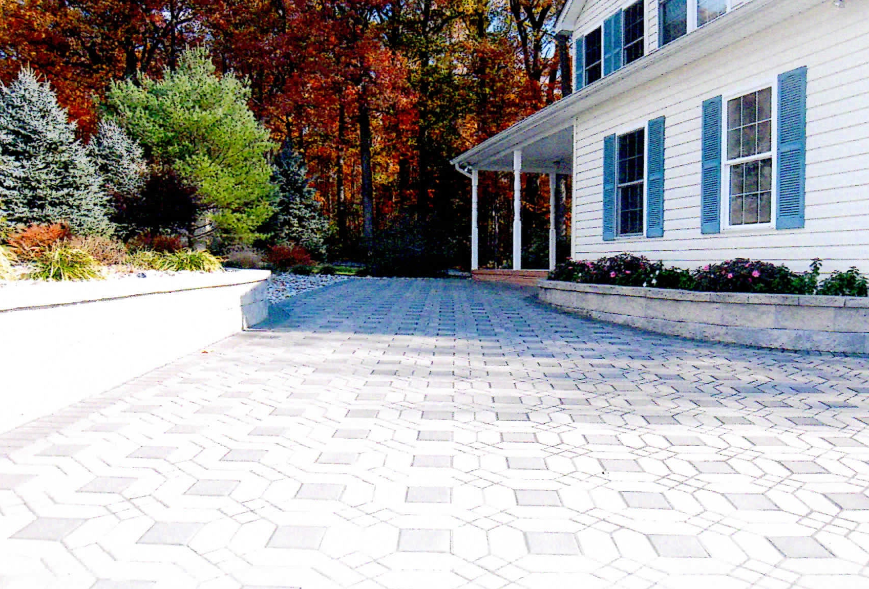 Paver patio with sitting walls